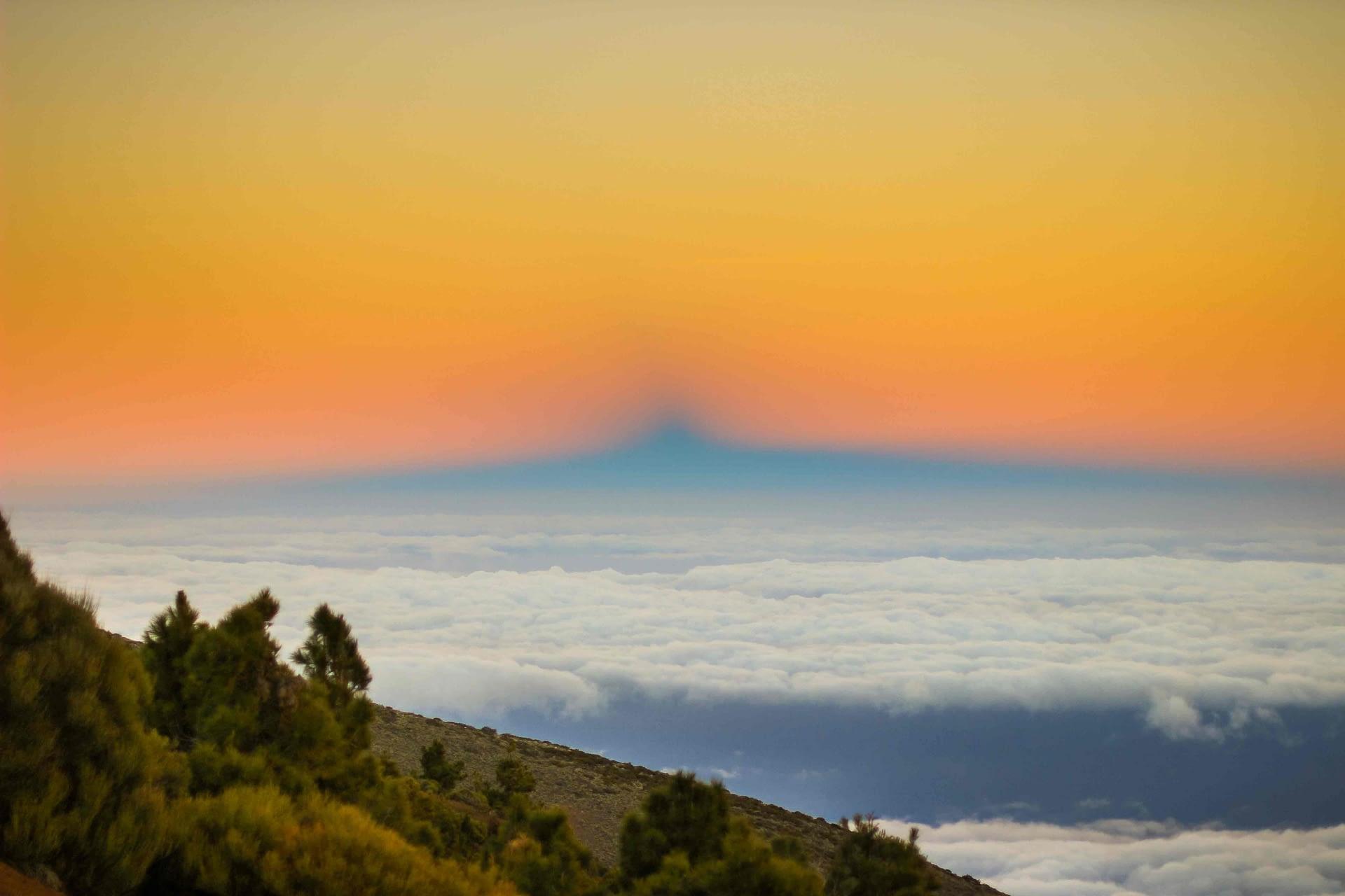 mare de nori si umbra vulcanului teide