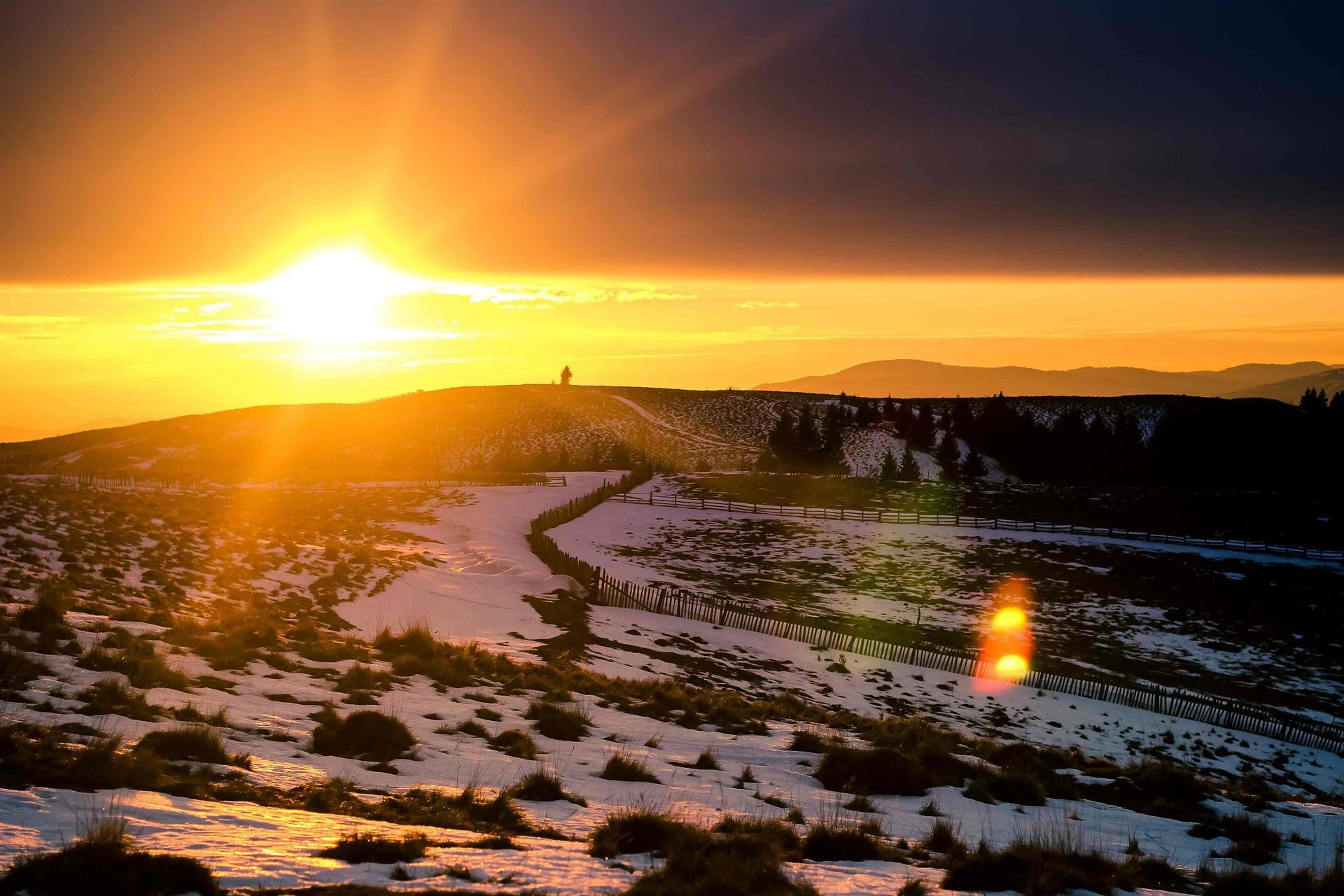 peisaj de iarna in muntiii grohotisului